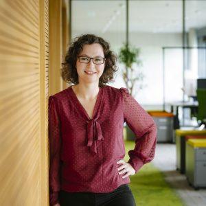 Marina Wottschal, Specialist Talent Scouting bei codecentric AG, findet: IT-Projekterfahrung schlägt                 Zertifikate bei der Bewerbung.